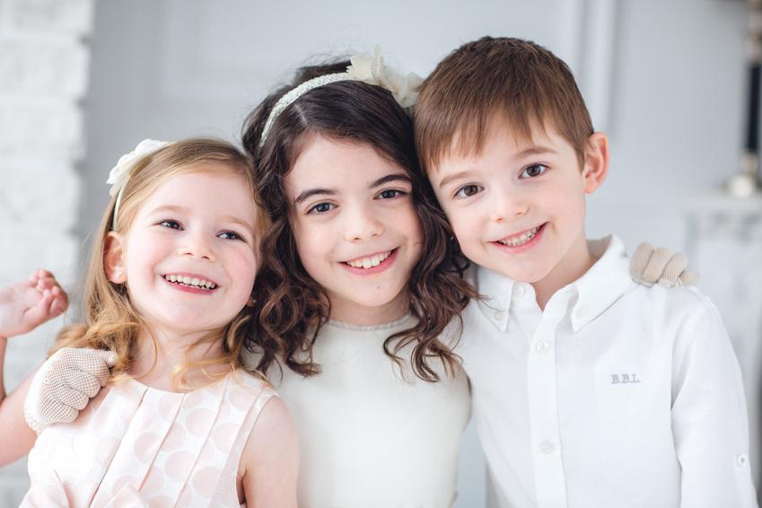 tres niños abrasados